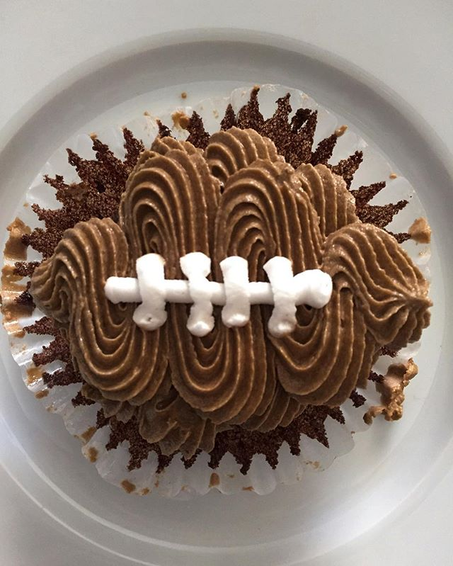 Cupcakes make a tough loss a little easier to deal with!!💙🏈🍺 Place your orders for the big games