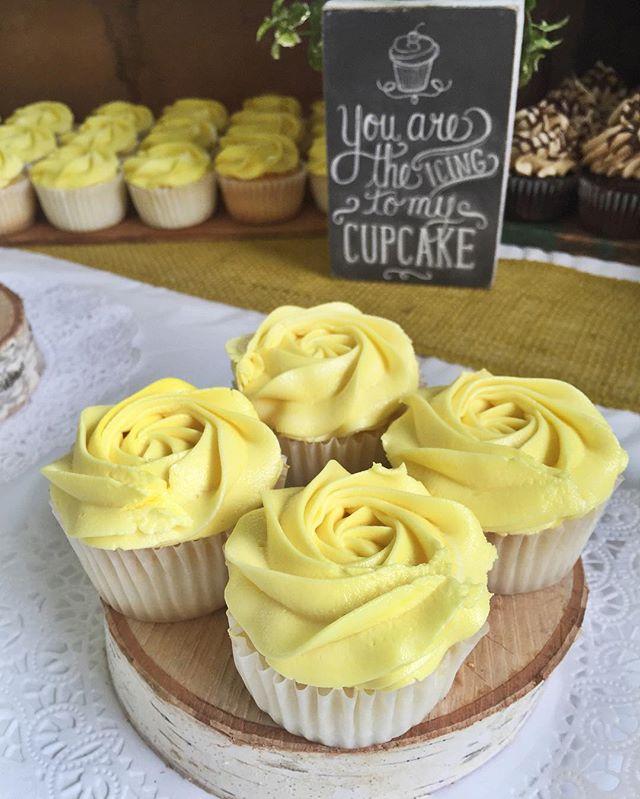 🌻🌻🌻 #cake #cupcake #weddingday #ido #brideandgroom #wedding #weddingcake #weddingcupcakes #baker
