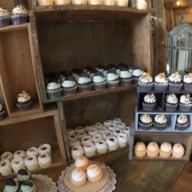 6th and final summer wedding complete!!!☺️☺️ 250 cupcake display! Feeling so grateful!! #cupcake #ca