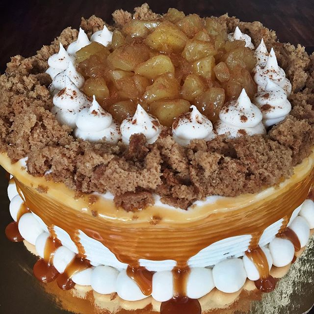 8 inch double layer Carmel Apple Cake!🍎🍁🍂 double layer spice cake with apple pie filling topped w