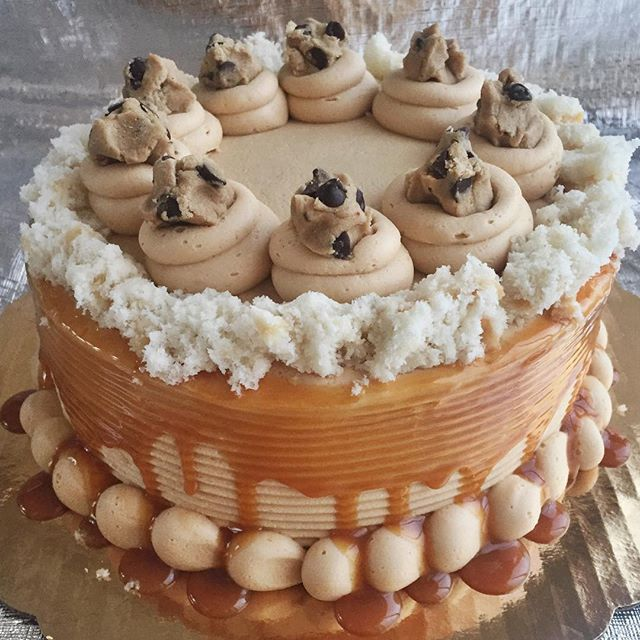 Peanut Butter!😋 Carmel!😋 Cookie Dough!😋 #bakedbyjordan #cake #cupcake #birthdaycake #carmel #cook
