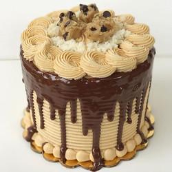 Happy Sunday!!😍 5_ triple layer cookie dough peanut butter cake!! Ohhhh yes!😋 #bakedbyjordan #cake