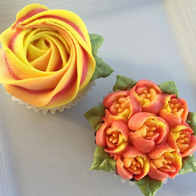 The prettiest thanksgiving flower cupcakes✨ #bakedbyjordan #cake #cupcake #cakes #cupcakes #russiant