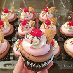 Neapolitan Cupcakes🍦 #cake #cupcake #icecream #sprinkles #baker #baking #homemadebaking #passion #c