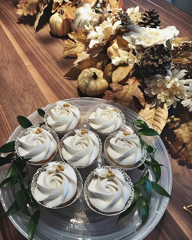 Dinner party fun🌿🎂✨ #bakedbyjordan #cake #cupcake #cakes #cupcakes #bake #baker #baking #homemadeb