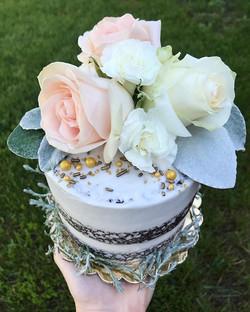 Today's 5_ triple layer fresh flower naked cake!! Greenery from my garden🌿🎂 #bakedbyjordan #cake #