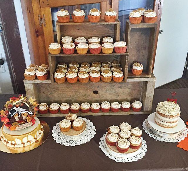 🎃🍂🍁💍 3rd fall wedding of the season! #cupcake #cake #wedding #ido #fallwedding #bride #groom #ba