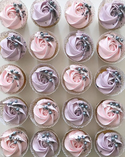 Pretty rose swirl ✅ fun creative sprinkles✅ it's a Baked by Jordan kinda cupcake!!☺️🎂💗 #bakedbyjor