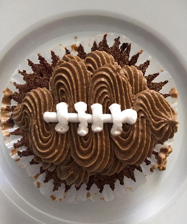 I don't care who's playing in the Super Bowl but I sure do loveeee Super Bowl party cupcakes!!!☺️❤️�