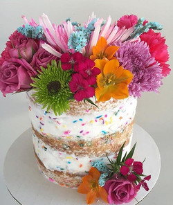 5_ funfetti naked cake with fresh flowers😊💕 how beautiful is this cake_! Totally loving the sprink