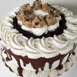 Cookie Dough is my favorite favorite favorite!!😋😋😋 #bakedbyjordan #cake #cupcake #vanilla #chocol