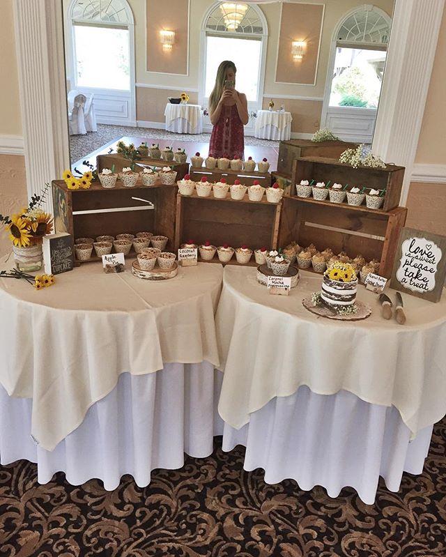 🎂🍷💍🌻 #bakedbyjordan #cake #cupcake #wedding #vintagewedding #rusticwedding #barnwedding #bride #