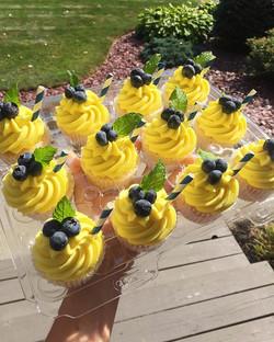 Last taste of Summer!!☀️🍋💙 Blueberry lemonade cupcakes! Vanilla cake with fresh blueberries baked