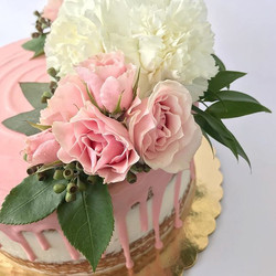 This might be my fav fav fav cake ever!! That pink melty drip though!! Looveee! 😋🌸💗 Thank you Jor