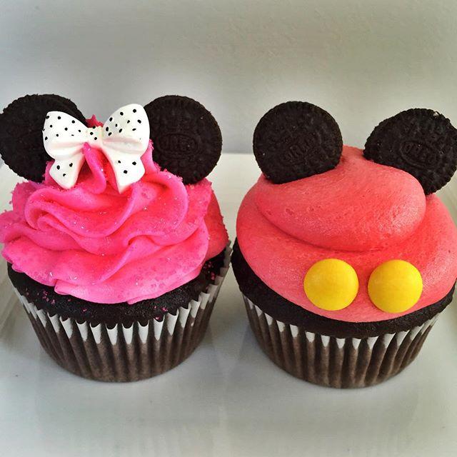 Mickey & Minnie Cupcakes☺️ #cupcake #cake #disney #mickeymouse #minniemouse #celebrate #birthday #cr
