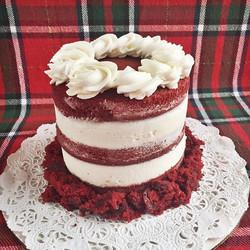 5_ Red Velvet Cake❤️✨🎂🎄 #cake #cupcake #bakedbyjordan #redvelvet #cakecrumbs #buttercream #frostin