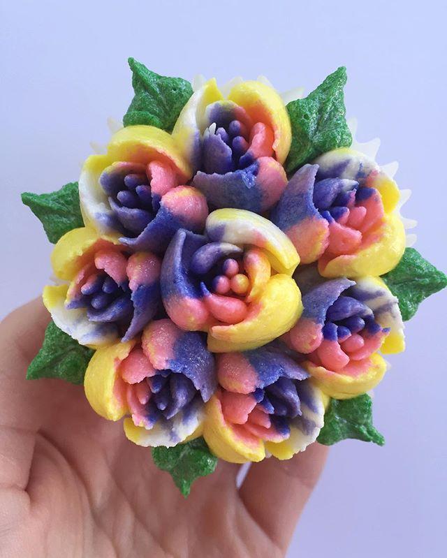 Almost too pretty to eat😊#bakedbyjordan #cake #cupcake #flower #buttercreamflower #russiantips #cup