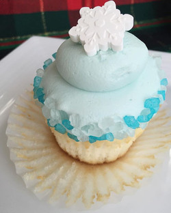 Icy snowflake cupcake ready to be sampled😋❄️💙 #bakedbyjordan #cake #cupcake #cakes #cupcakes #bake