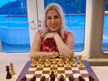 הכירו את סוזן פולגאר- אלופת העולם בשחמט - אצלנו בסוכנות!