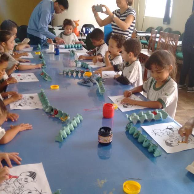 Oficina infantil com alunos das escolas públicas de Caeté.