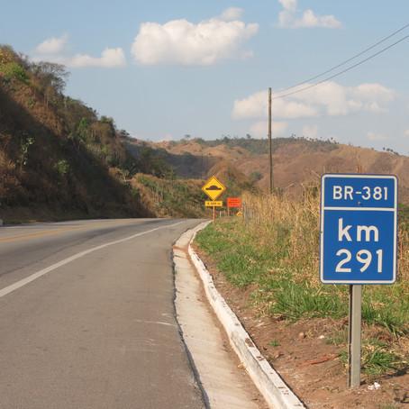 Na BR-381/MG, ciclistas devem evitar tráfego por locais acostamentos e locais confinados