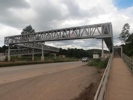 Nova passarela oferece mais segurança para estudantes e moradores