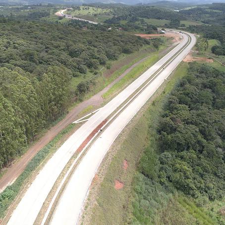 BR-381/MG: tráfego de veículos pelos acostamentos gera risco aos usuários