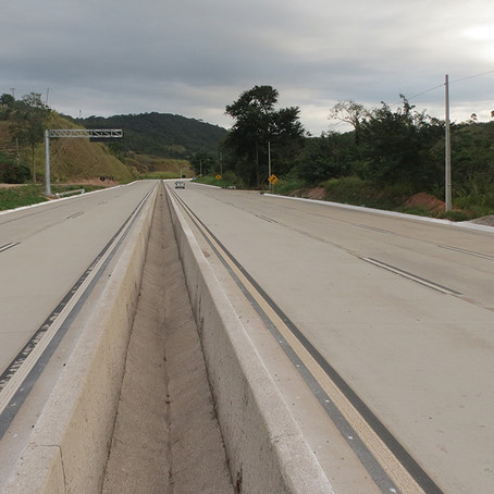 BR-381/MG: com duplicação, rodovia federal ganha proteção para divisão de tráfego