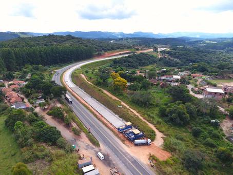 ATENÇÃO! MOVIMENTAÇÃO DE EQUIPAMENTOS DE GRANDE PORTE NA BR-381