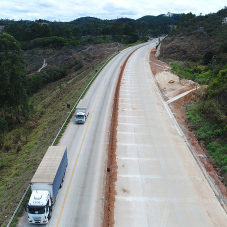 DNIT alerta contra vandalismo em sinalização, estruturas e paisagismo na duplicação da BR-381/MG