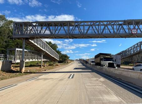 Com passarelas construídas, hábitos de travessia mudam na BR-381/MG