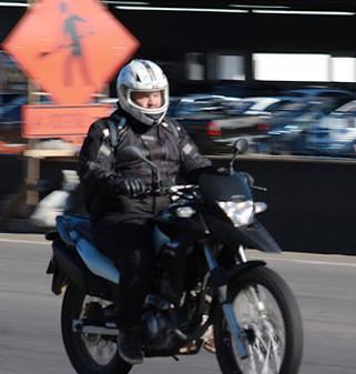 Com EPIs, motociclistas trafegam com mais segurança pela BR-381/MG