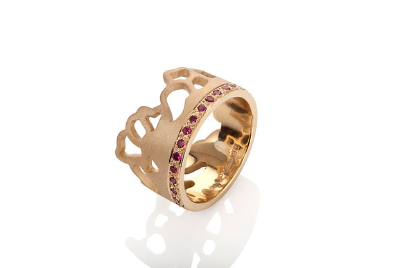 wide embroidery ring in 9ct yellow gold with rubies