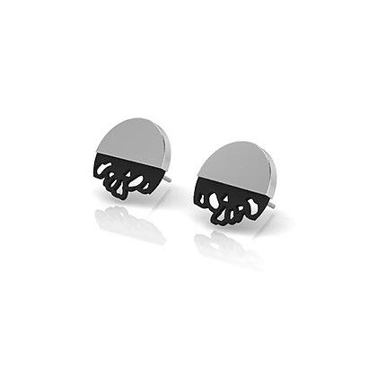 wide embroidery stud earrings - b/w