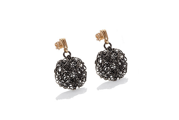 disc earrings in black and gold