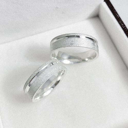 Par de Aliança de Prata 6mm - Diamantada com corte lateral