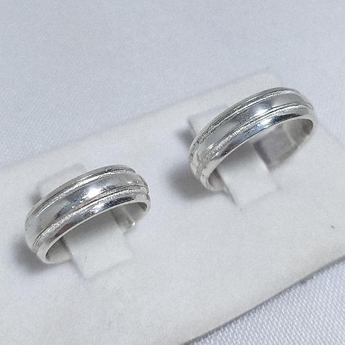 Par de Aliança de Prata (7mm) - Cortes Diamantados