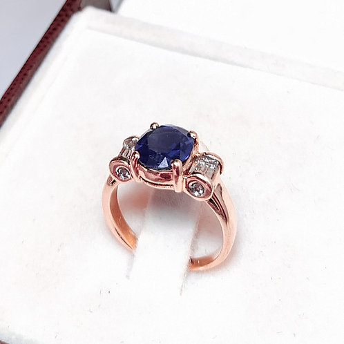 Anel de Ouro Rose - Com Safira Azul e 6 Diamantes