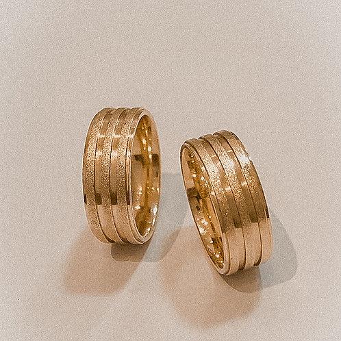 Par de Aliança de Ouro 18k (8mm) - Quadrada e frisos diamantada