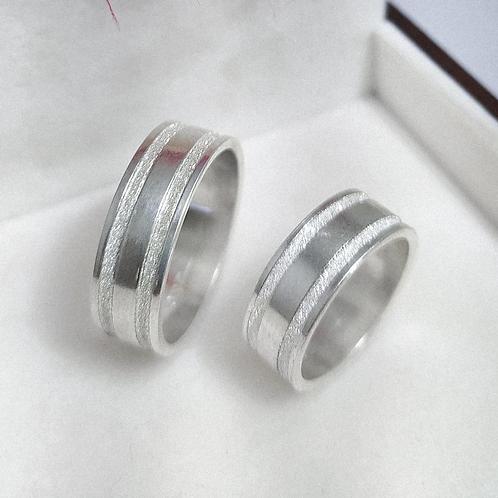 Par de Aliança de Prata 7mm - Cortes Diamantados