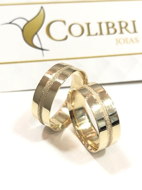 Par de Aliança de Ouro 18k (7mm) - Quadrada, friso no meio diamantado