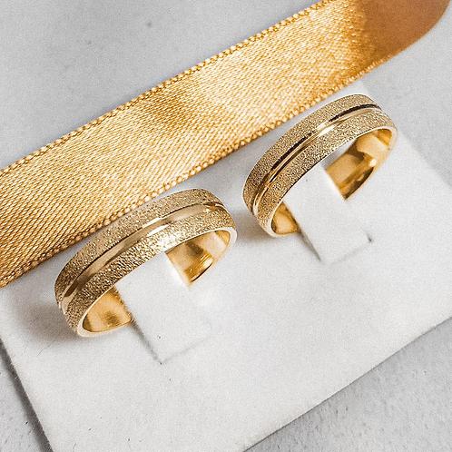 Par de Aliança de Ouro 18k (6mm) - Diamantada com corte no meio