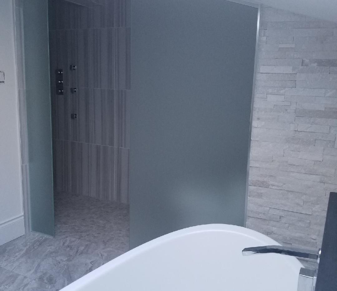 Bathroom Glass Privacy Wall