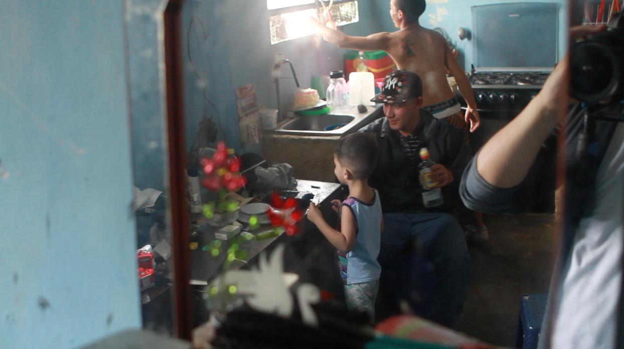 Grabando a una familia de traficantes en Petare, Caracas
