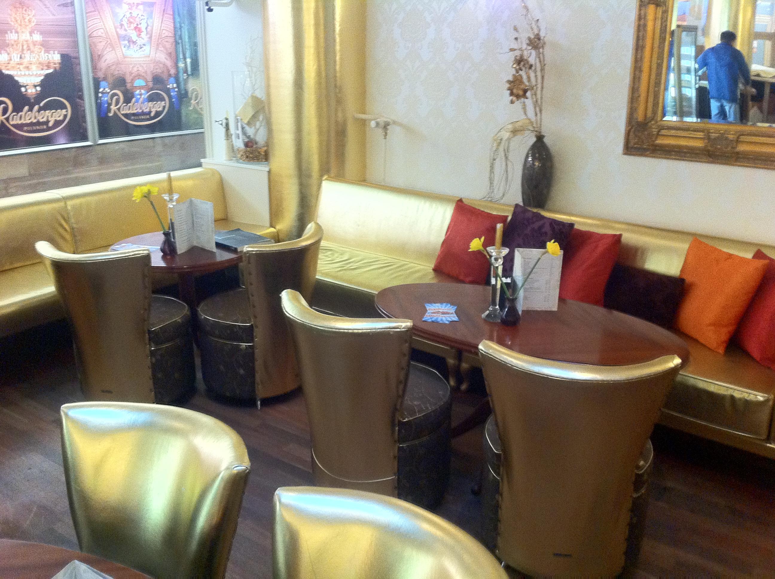 "Cafe Bar Lounge ""Opera"""