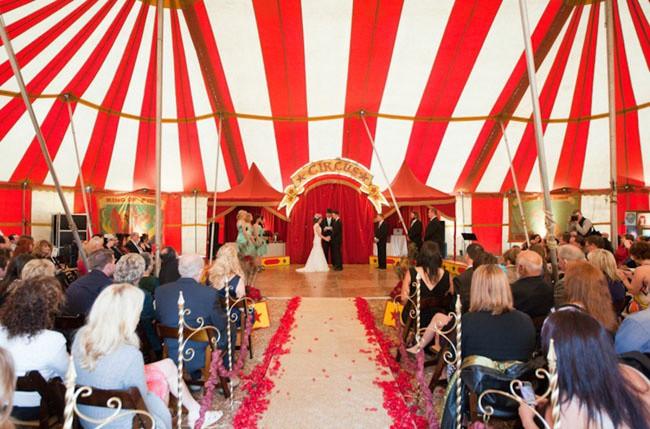 Le Cirque vous donne la possibilité d'exploiter le thème de mille façons différentes. Mariage hors du commun garanti