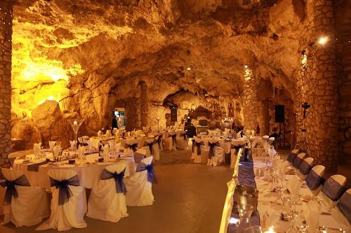 Mieux vaut ne pas être claustrophobe mais une grotte bien décorée, c'est la classe et la surprise assurée