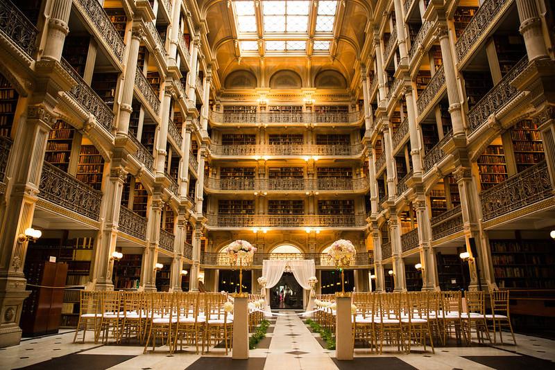 Certaines bibliothèques sont modestes et d'autres tout bonnement gigantesques et superbes