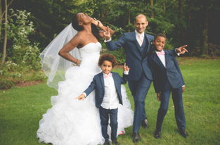 Famille mariage - Crédit Kelly His