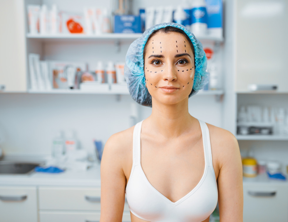female-patient-with-markers-on-her-face-